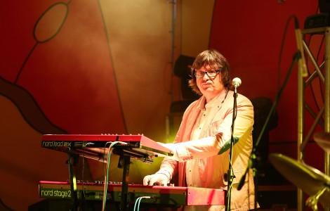 На сцене лидер группы Zodiac (Латвия) Янис Лусенс